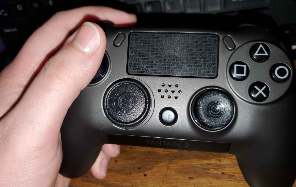 SCUF-vantage-2-review-thumb-position