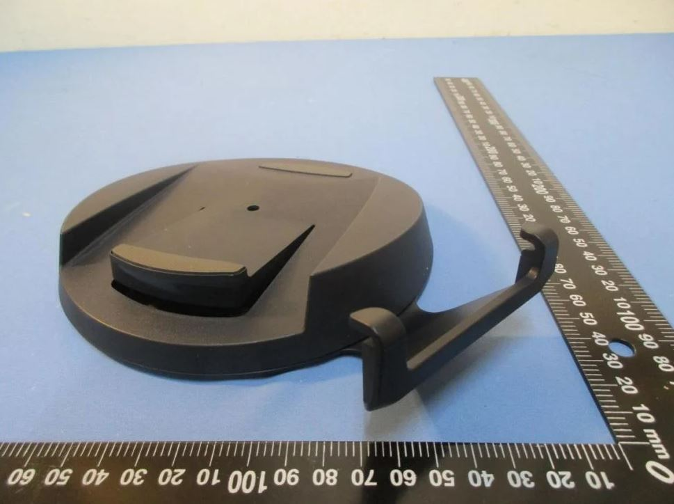 ps5-console-images-show-just-how-big-the-playstation-5-is-power-cable-and-stand-also-revealed-3