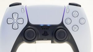 the-ps5-dualsenses-lights-can-change-color-similar-to-the-dualshock-4s-light-bar-3